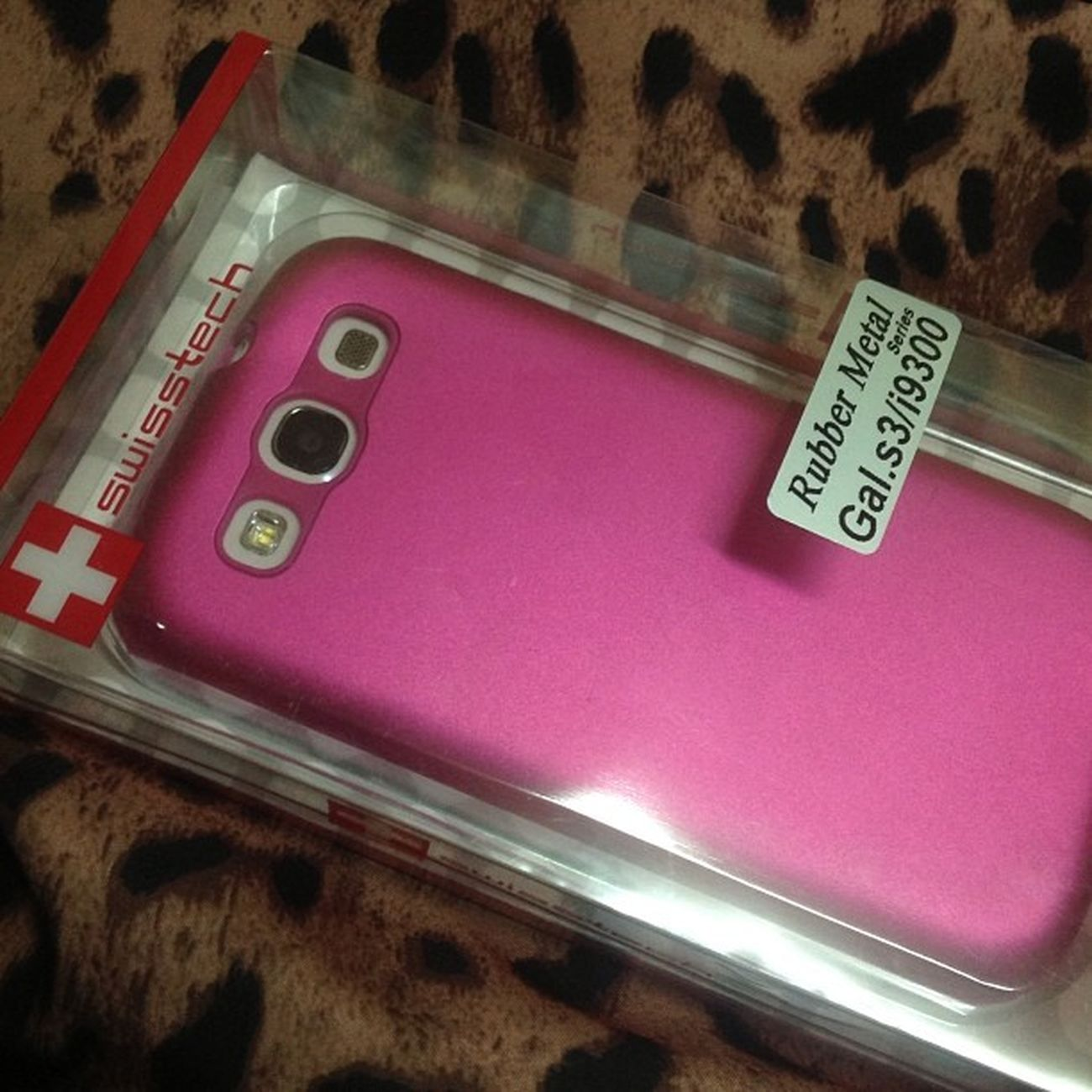 Lovin' my new case! Sooo gay >:)) <3 Swisstech S3 Rubbermetal Fuschiapink