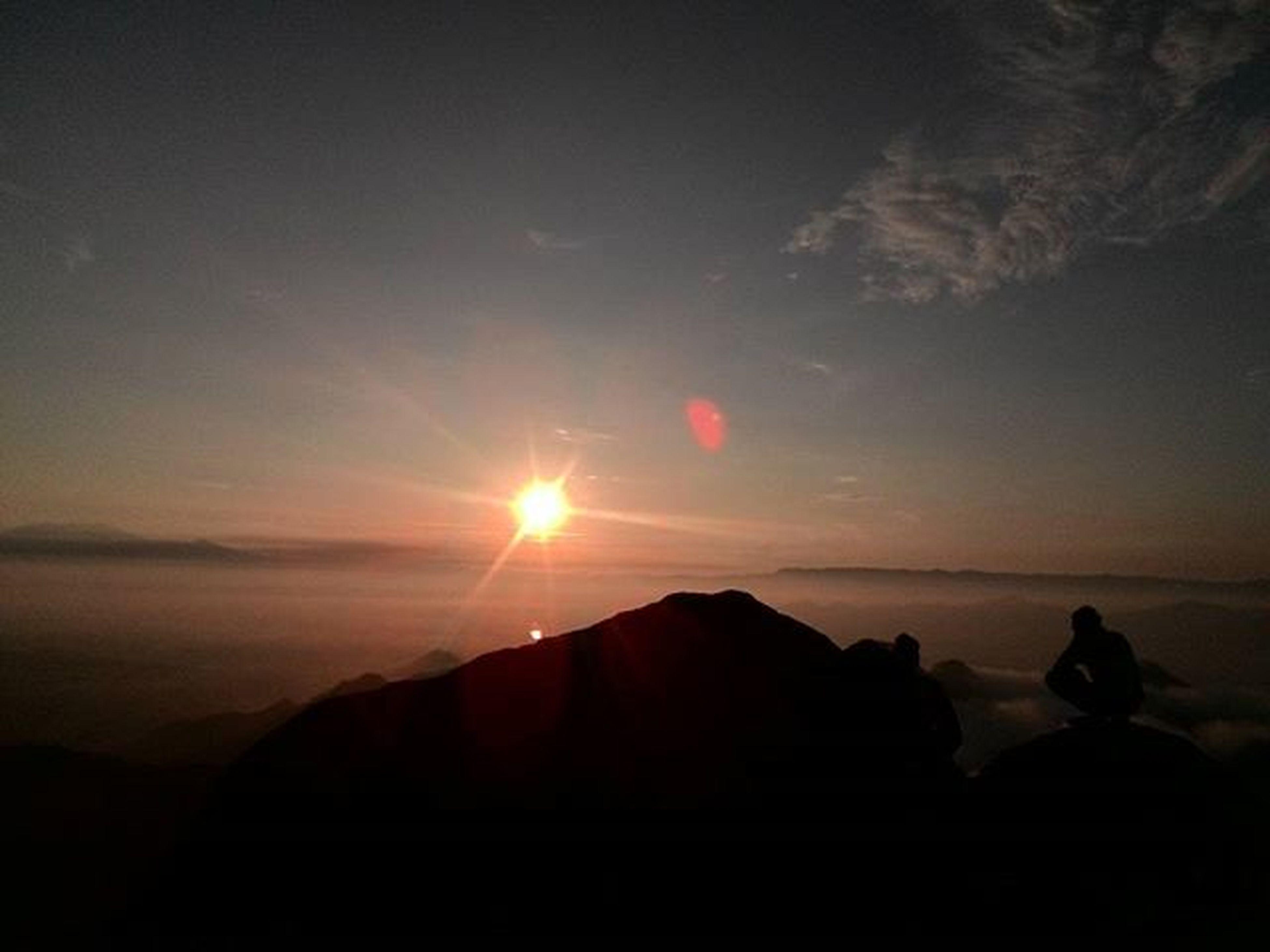sun, scenics, tranquil scene, mountain, tranquility, sunset, beauty in nature, silhouette, sky, mountain range, nature, sunbeam, sunlight, landscape, idyllic, lens flare, non-urban scene, cloud - sky, remote, outdoors