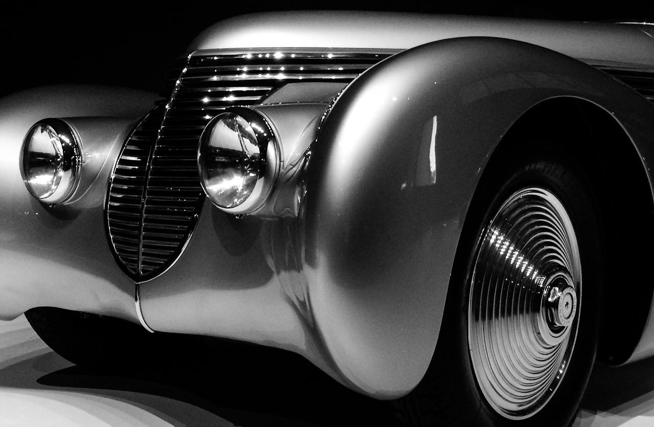 car, mode of transport, old-fashioned, retro styled, luxury, no people, land vehicle, wheel, close-up, transportation, collector's car, tire, indoors, day