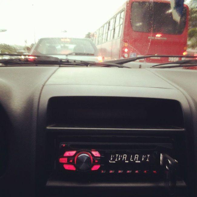 So uma boa musica pra ter paciencia no transito dessa cidade Coldplay Vivalavita Caos