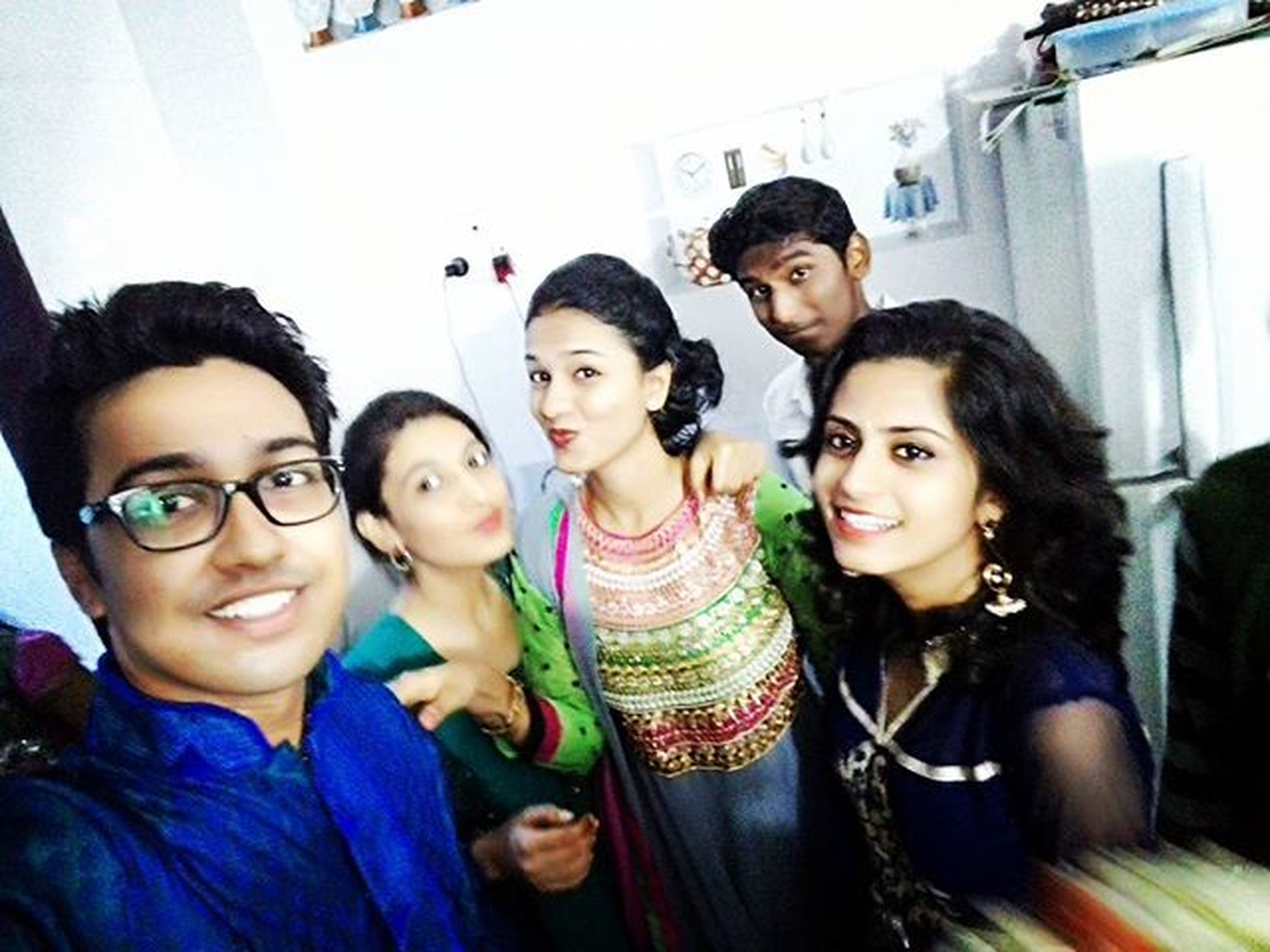 togetherness, lifestyles, person, bonding, leisure activity, portrait, looking at camera, indoors, young adult, smiling, happiness, friendship, front view, love, young women, casual clothing, fun