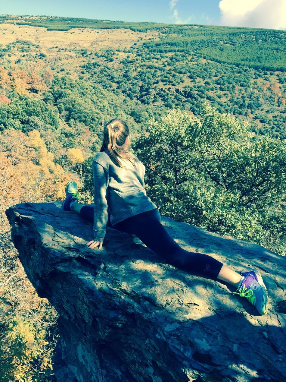 EyeEmNewHere Autumn Autumn Colors Nature Day Rock - Object Sport Women Around The World Trees Mountain Rock Formation Outdoors Sky And Trees One Person Blond Hair Sunny Day Shades In The Morning Otoño Colores De Otoño Naturaleza Dia Roca Deporte Al Aire Libre