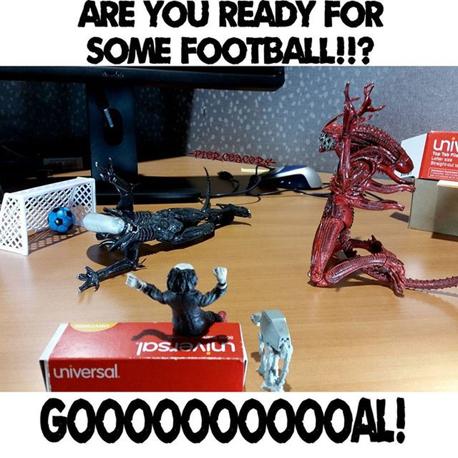 Would you like to play a game? Who's ready?! NFL Fotball Football Jigsaw  Aliens Starwarstoys Scoccer Onechamp
