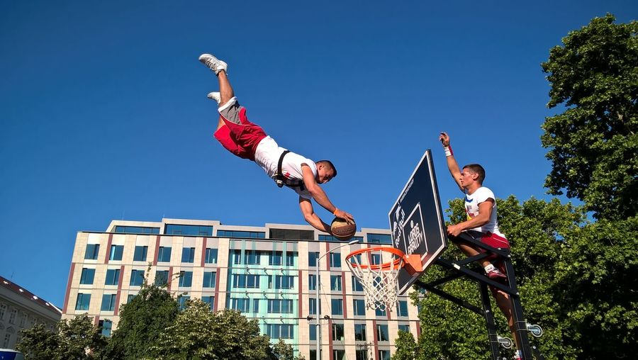 #basketball  #extreme #sport #shooting #host #nature #lordsofgravity #lumiaphoto #streetball Agility Cityscape Day Fan - Enthusiast Flexibility Friendship Full Length Human Body Part Jumping Motion Outdoors People Performance Skill  Small Group Of People Sport