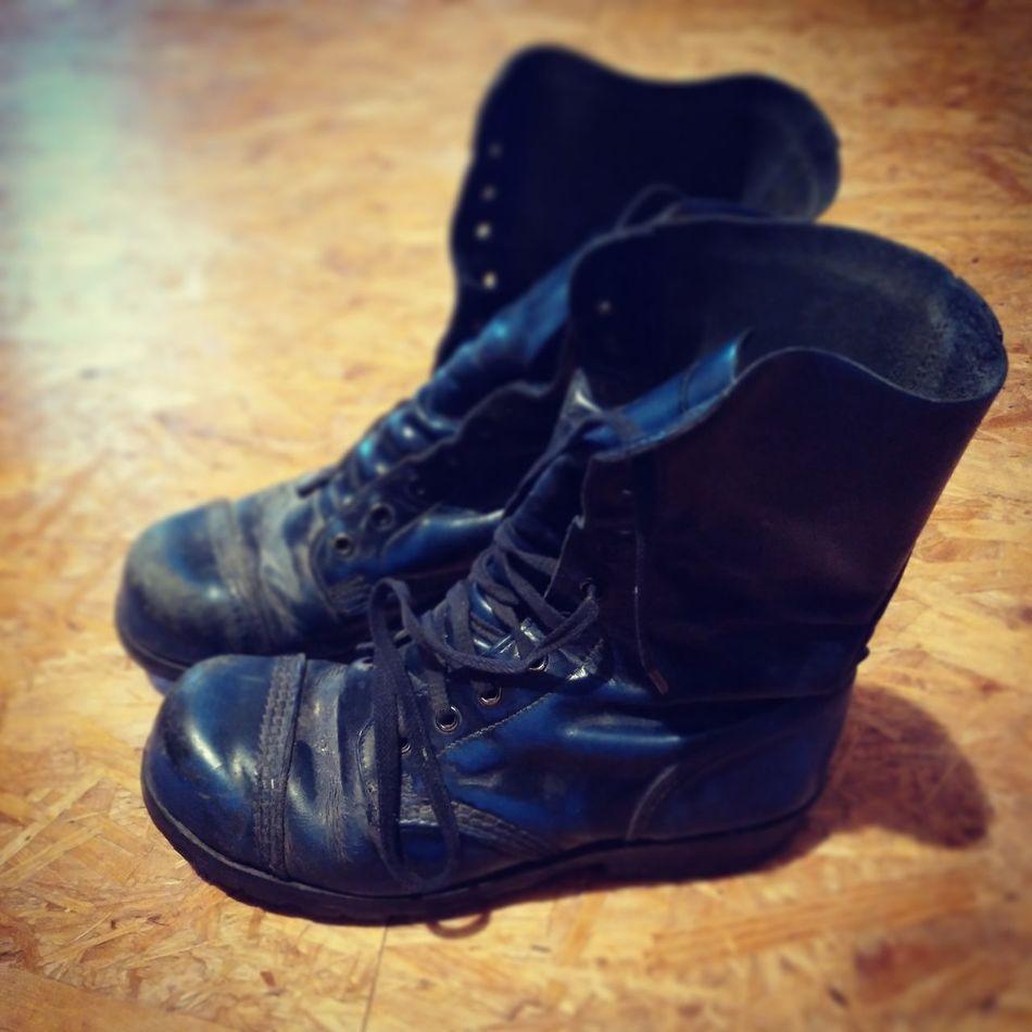 90s Fashion Victim 😄 Youth Style Rock Grunge Punk Shoes Nineties Blue Boots Lieblingsteil Punkrock Concert Fashion Photography ShoePorn Vintage Aged Close-up Shoe Fashion Uniqueness What I Value 80s Fundstück