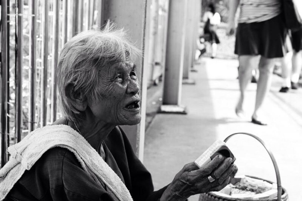 Taken by 7D streetphotography poverty sadness B+W by
