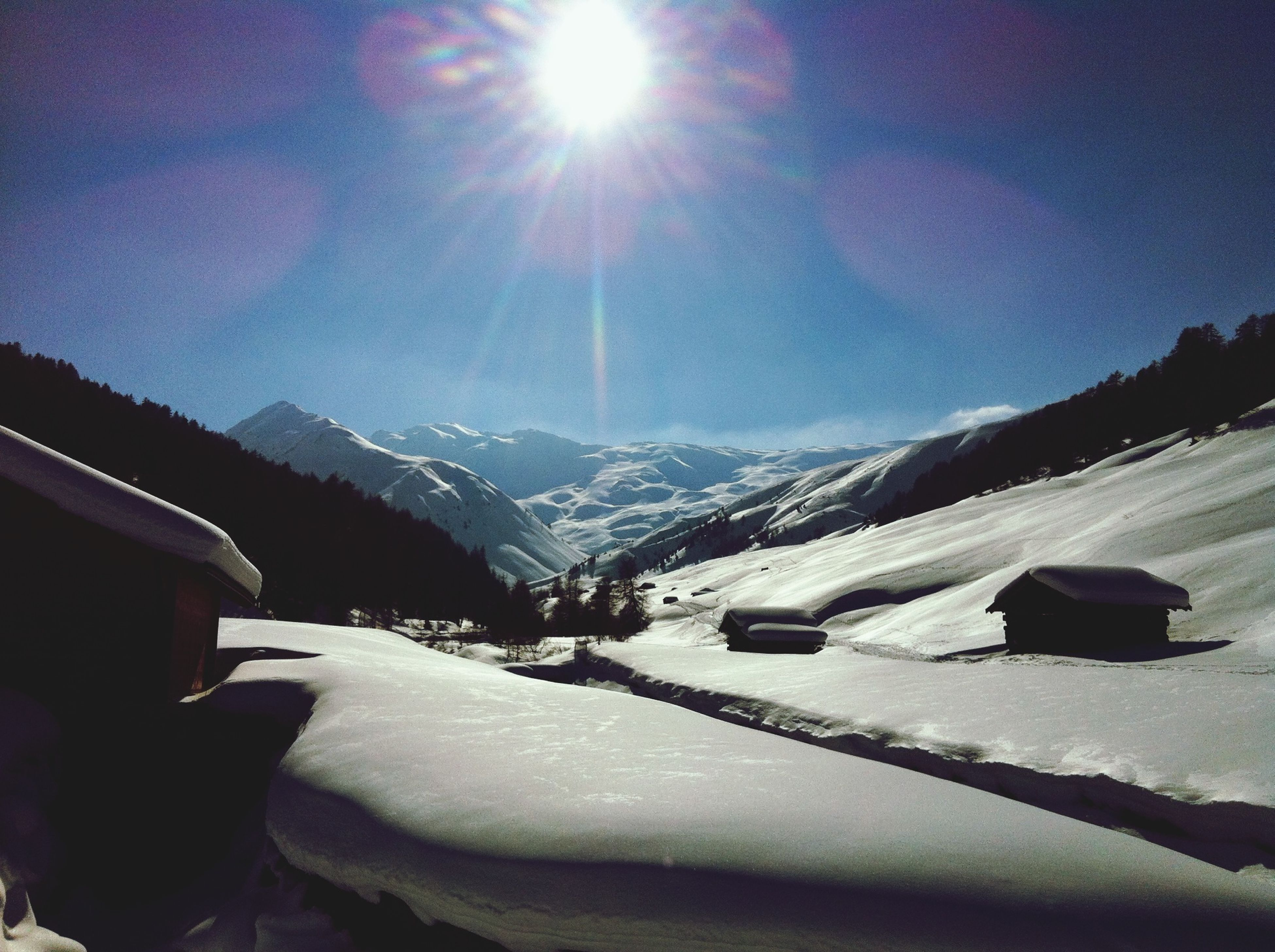 snow, winter, cold temperature, season, mountain, weather, sun, snowcapped mountain, covering, mountain range, sunlight, sunbeam, sky, frozen, tranquil scene, tranquility, nature, white color, landscape, beauty in nature