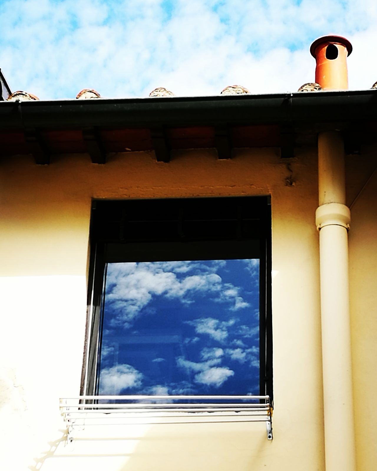 Sky Cloud - Sky Built Structure Low Angle View No People Outdoors Architecture Day