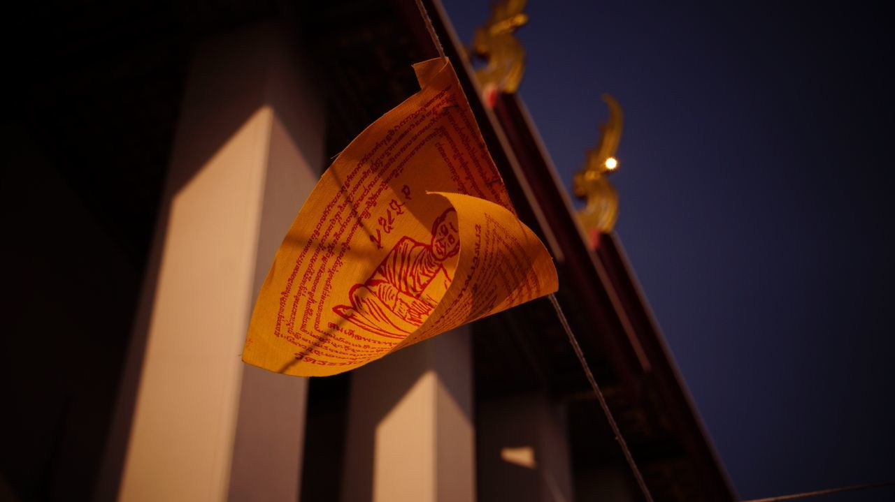 Spotted In Thailand Gebetsfähnchen Prayer Flags  Grand Palace Bangkok Thailand Tempel Sunset