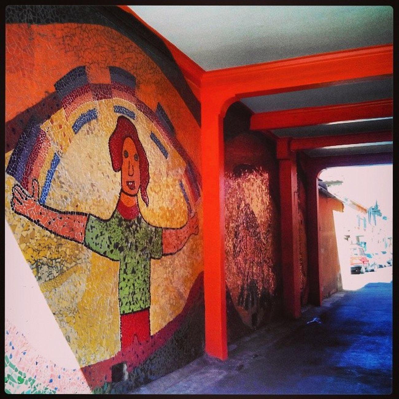 caminando por ParqueBustamante nos encontramos con este bello mural en Pasaje Viñadelmar
