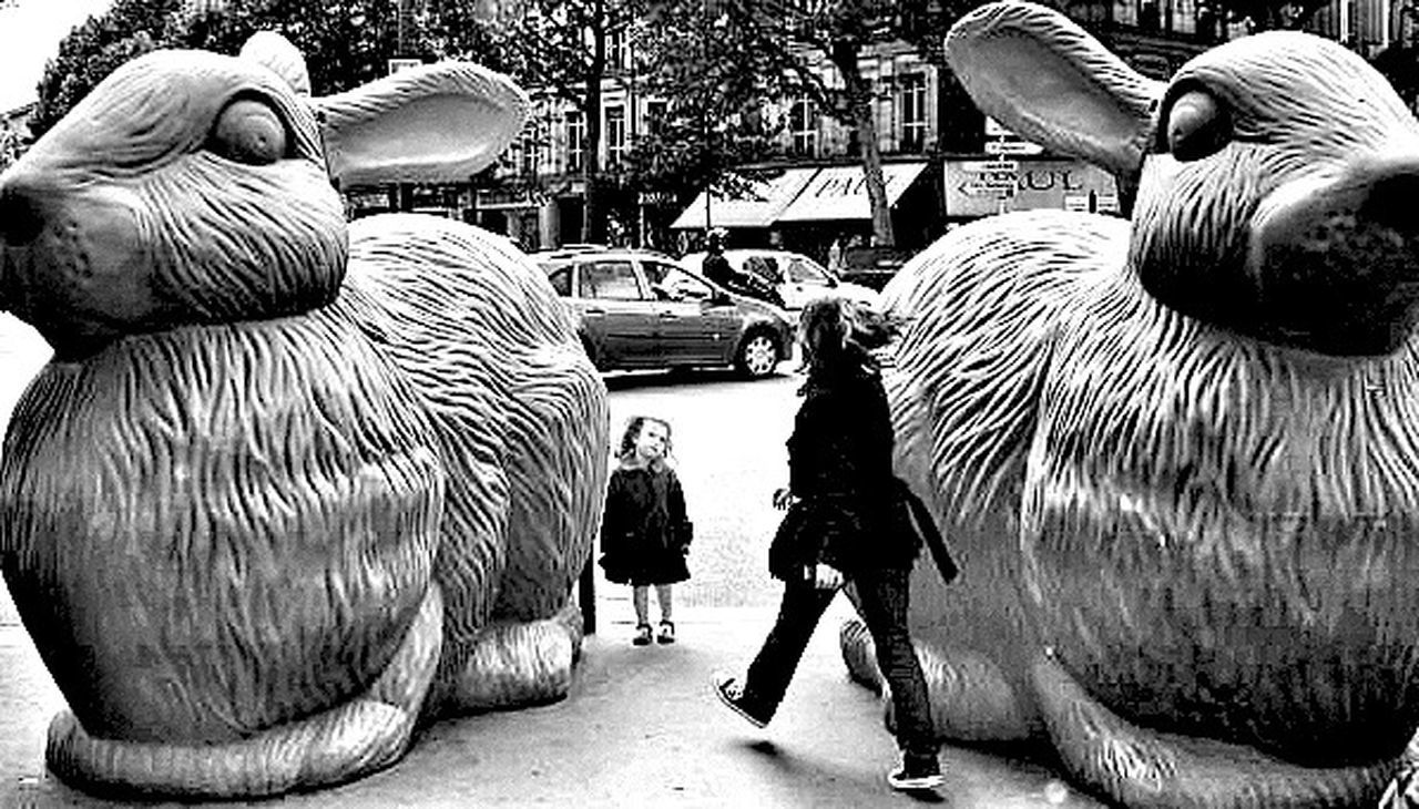 Rabbits Statues/sculptures Little Girl On The Other Side Of The Mirror Alice In Wonderland Aliceinwonderland Mum Blackandwhite Black & White Black And White Photography Blackandwhite Photography Blackandwhitephotography Black&white Black And White Paris, France  On My Point Of View The City Light
