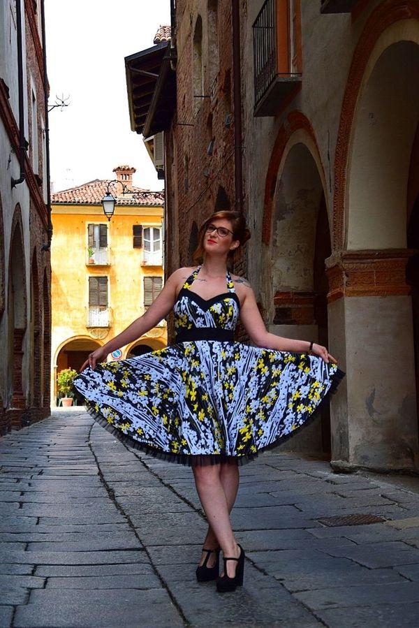 Biella Piazzo Biella Girl Friend Pin Up Tondo E' Bello