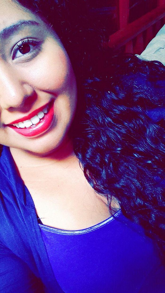 Maquillaje Labios Rosa Azul Colores Cabello Sonrisa Mirada  Azul