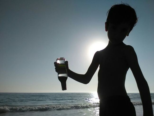 Kids Kids Playing Play Playing Playa Game Kids Are Awesome Kidsphotography Kids Being Kids Kids Photography Beach Beachphotography Sunset Niño Summer Sunset Silhouettes Showcase July Message In A Bottle