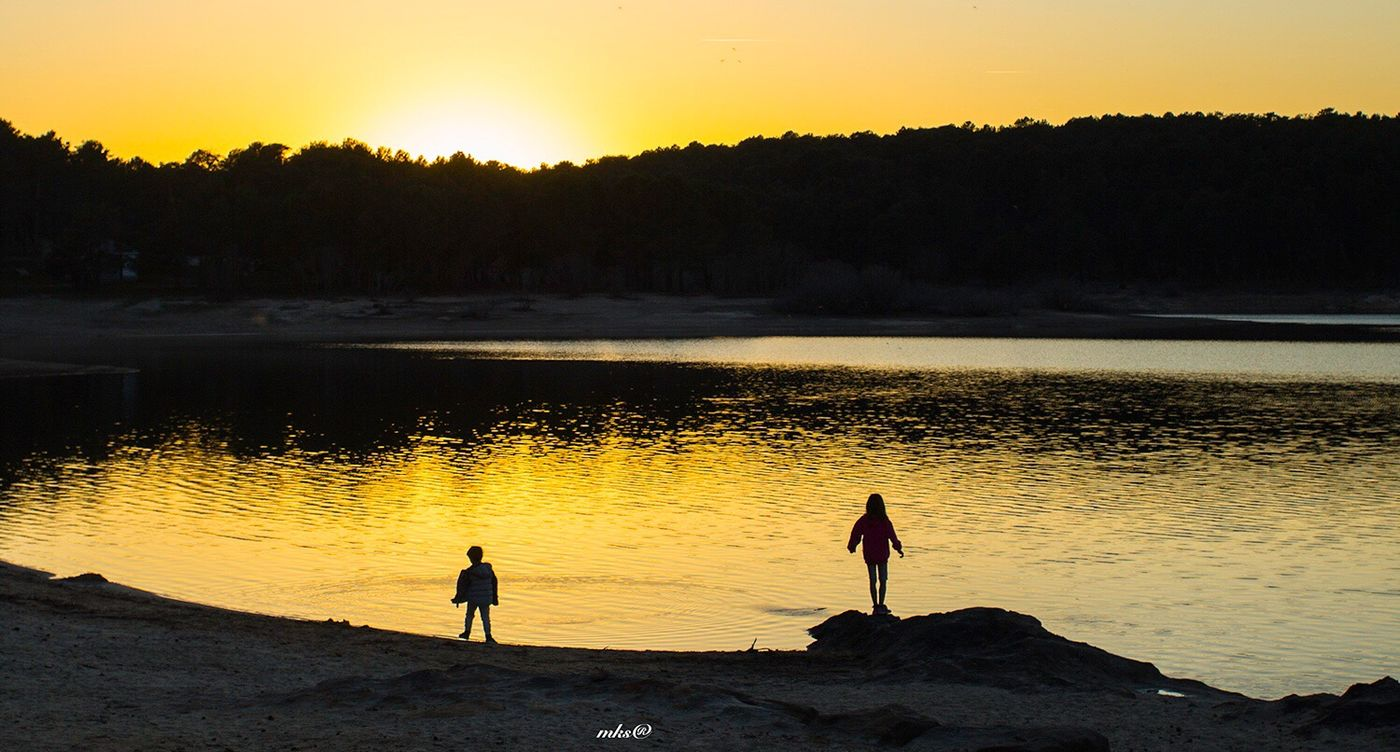 Enjoying The Sun Sunset Silhouette Nature Beauty In Nature Scenics Water Reflection Tranquility Tranquil Scene Two People Beach Real People Leisure Activity Sky Outdoors Lake Men Lifestyles Vacations EyeEm Best Shots 2017 Eyeem Awards Travel Destinations Soria