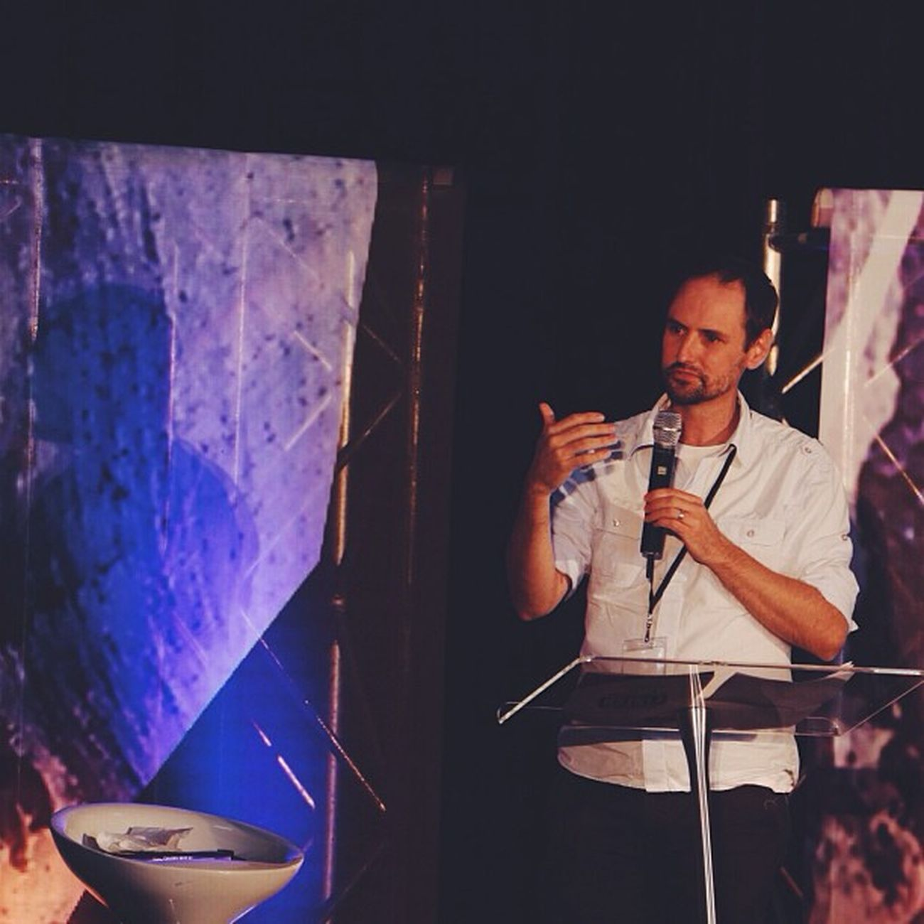 John Beckett of @micah_challenge speaking at Hillsongconf in Halvepovertyby2015 Vscocam