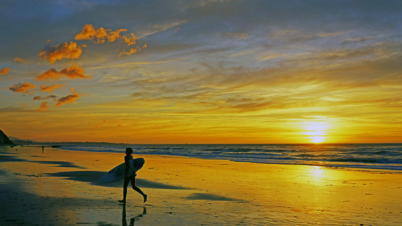 sea, sunset, beach, shore, water, scenics, nature, beauty in nature, horizon over water, sky, sand, orange color, tranquility, tranquil scene, outdoors, cloud - sky, real people, wave, men, one person, vacations, people