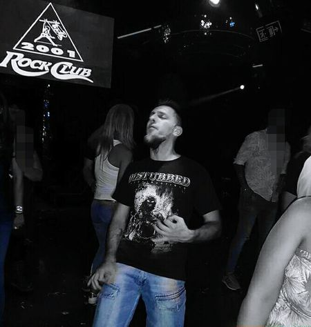 Air guitar Catedral do Rock jeans only Nightlife