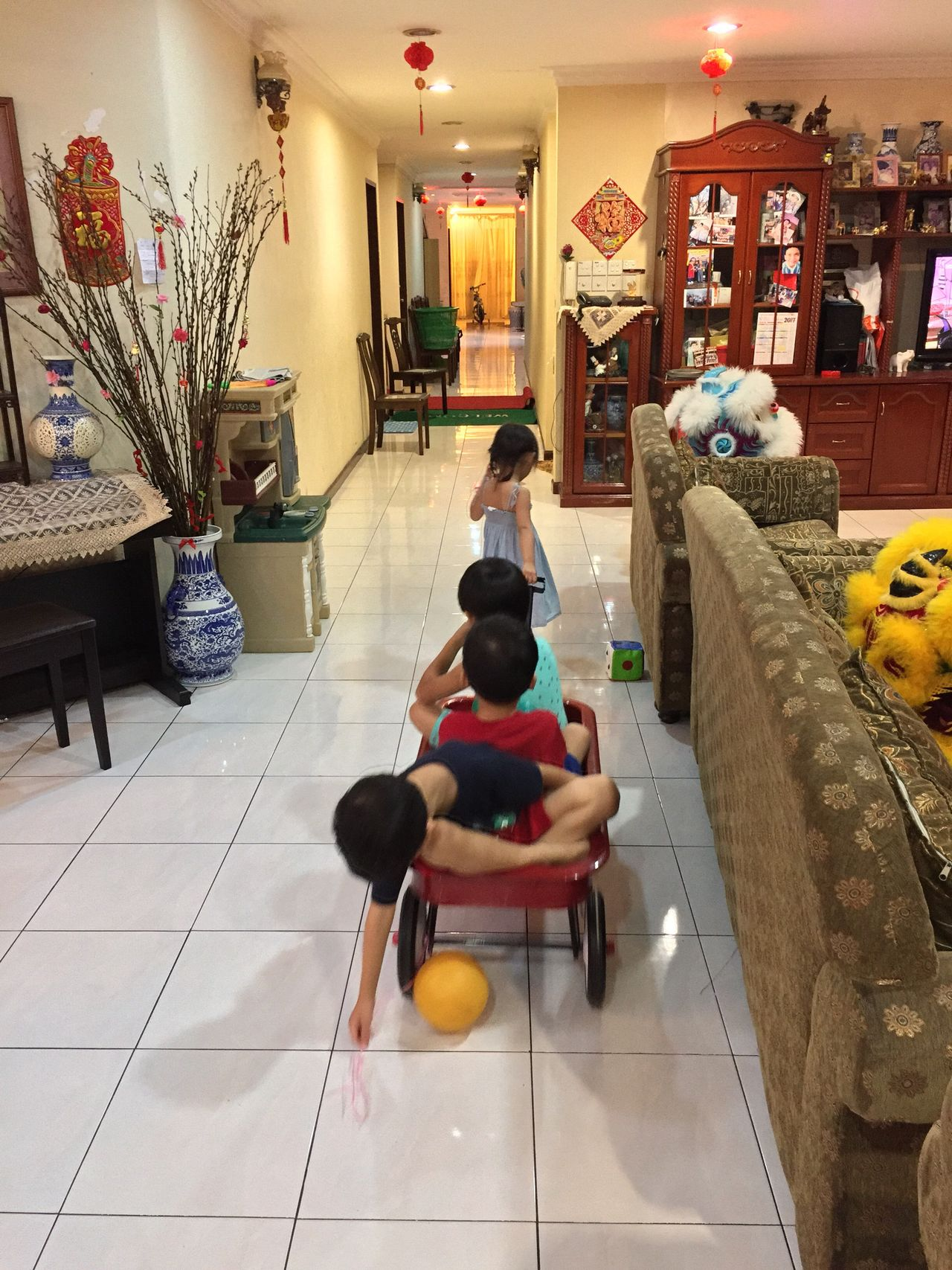 Child's play 😄 Indoors  Full Length People Kids Being Kids Cousins  At Home Gathering Family Time The Purist (no Edit, No Filter) My Photography Chinese New Year Iphonephotography Real People My Photo My Style