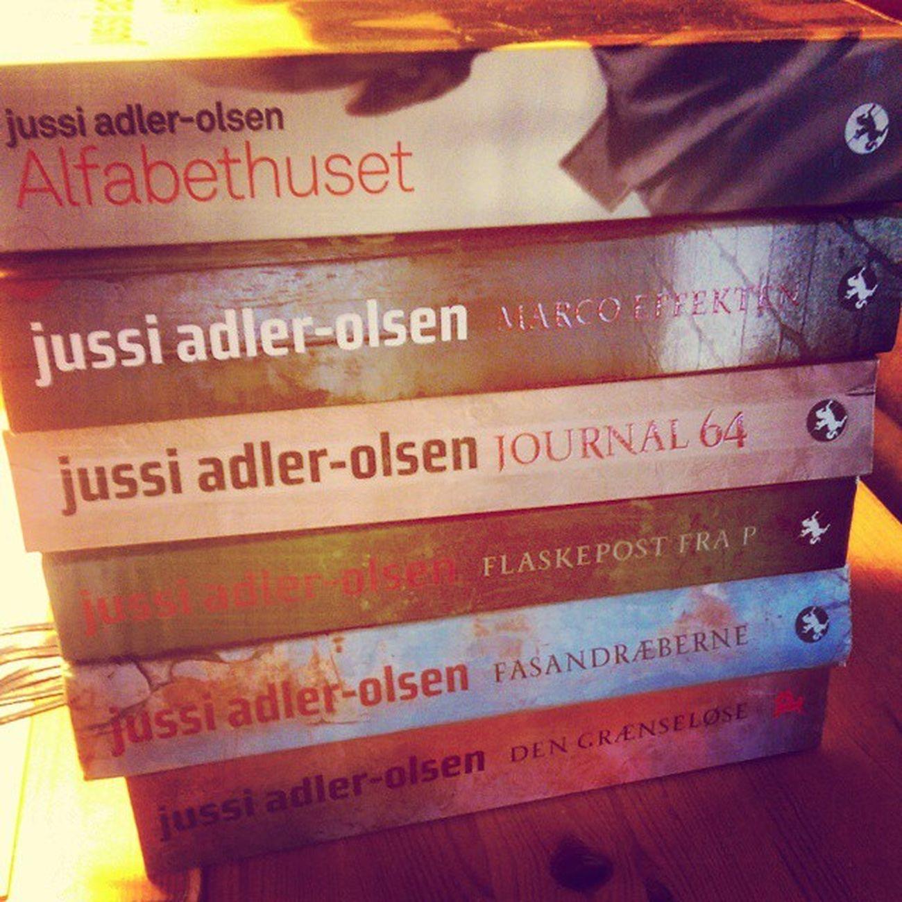 Lidt af samlingen.. Tror godt jeg kan kalde mig fan af Jussiadlerolsen .. Læsehest Efterår Books