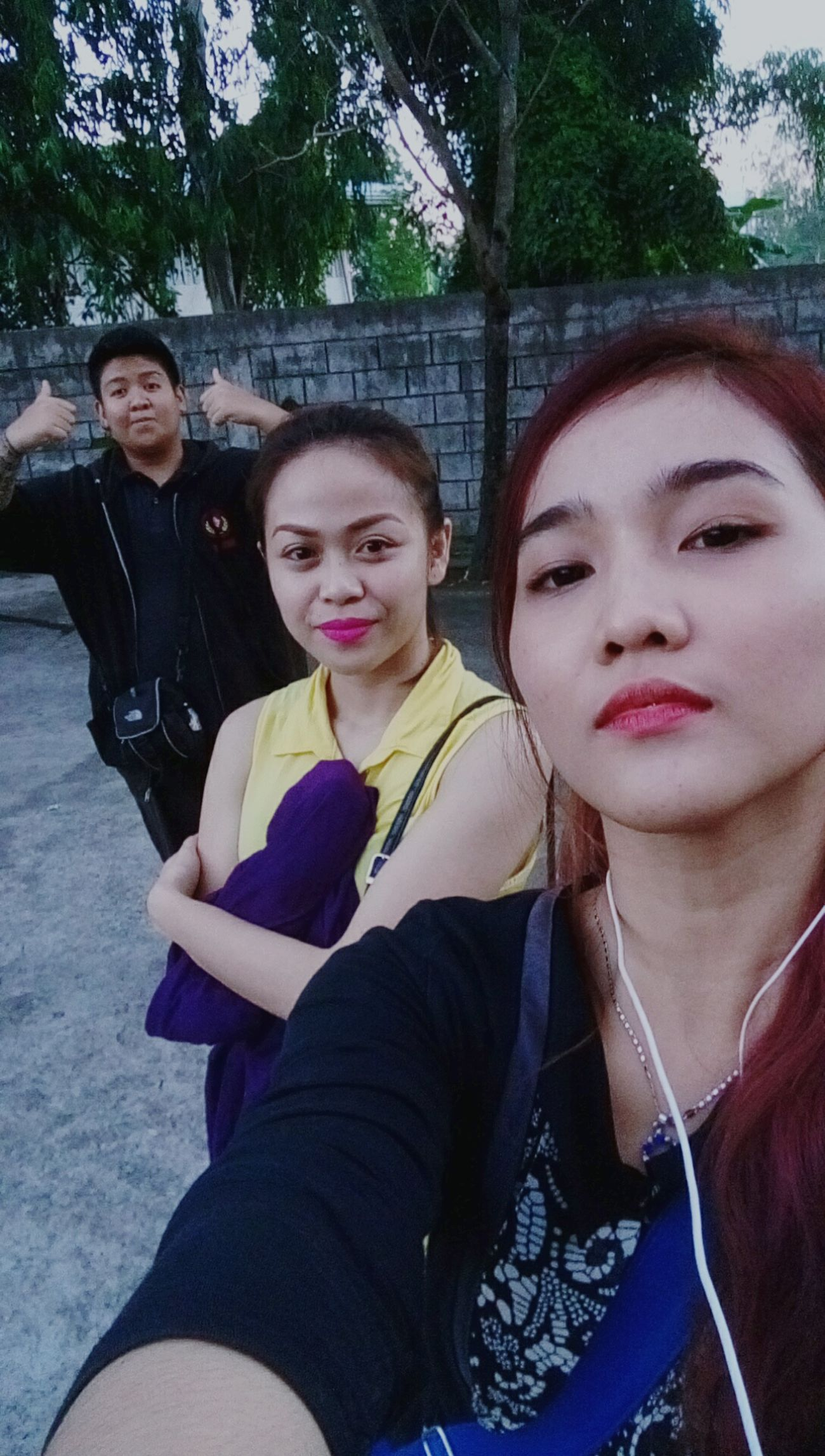 Trio Selfies Taking Photos Asians Hanging Out Off Work Hi!Gettin Tipsy Fiercelook