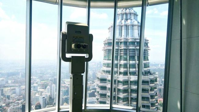 KLCC Tower Malaysia Photography Malaysia Kl City Kl City Centre Kuala Lumpur Window Tall - High Development City Life Tower Built Structure Cityscape Indoors  Architecture Glass Windows First Eyeem Photo