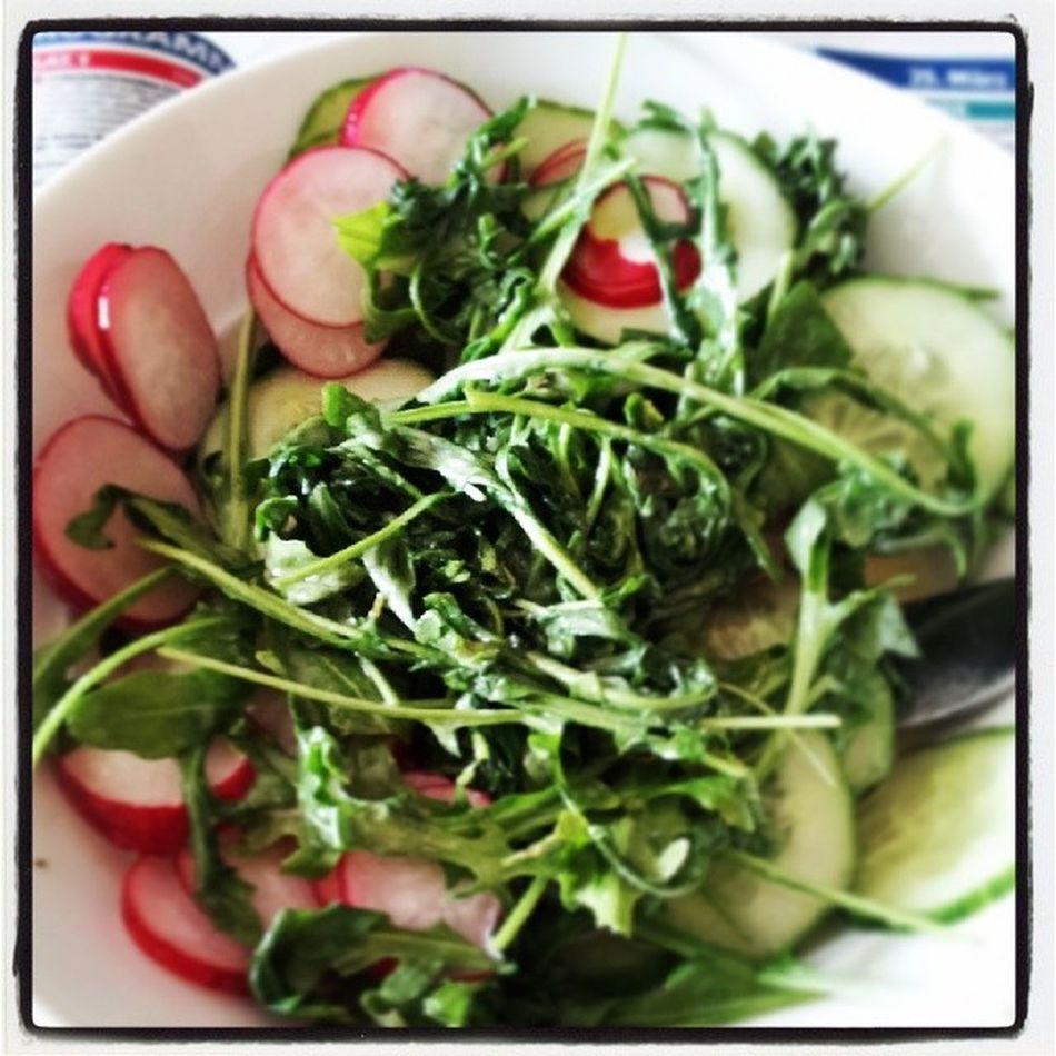 Mittagspause *-* Lecker Yummy Salat Gürkchen radieschen senfsoße gesund healthy