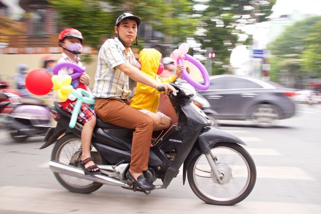 Fatherhood Moments Hanoi Hanoi Vietnam  Vietnam Moped Balloon Animals  Balloons Fatherhood  Balloonfiesta  Motorbike Hanoi, Vietnam Hanoi Street Capturing Motion