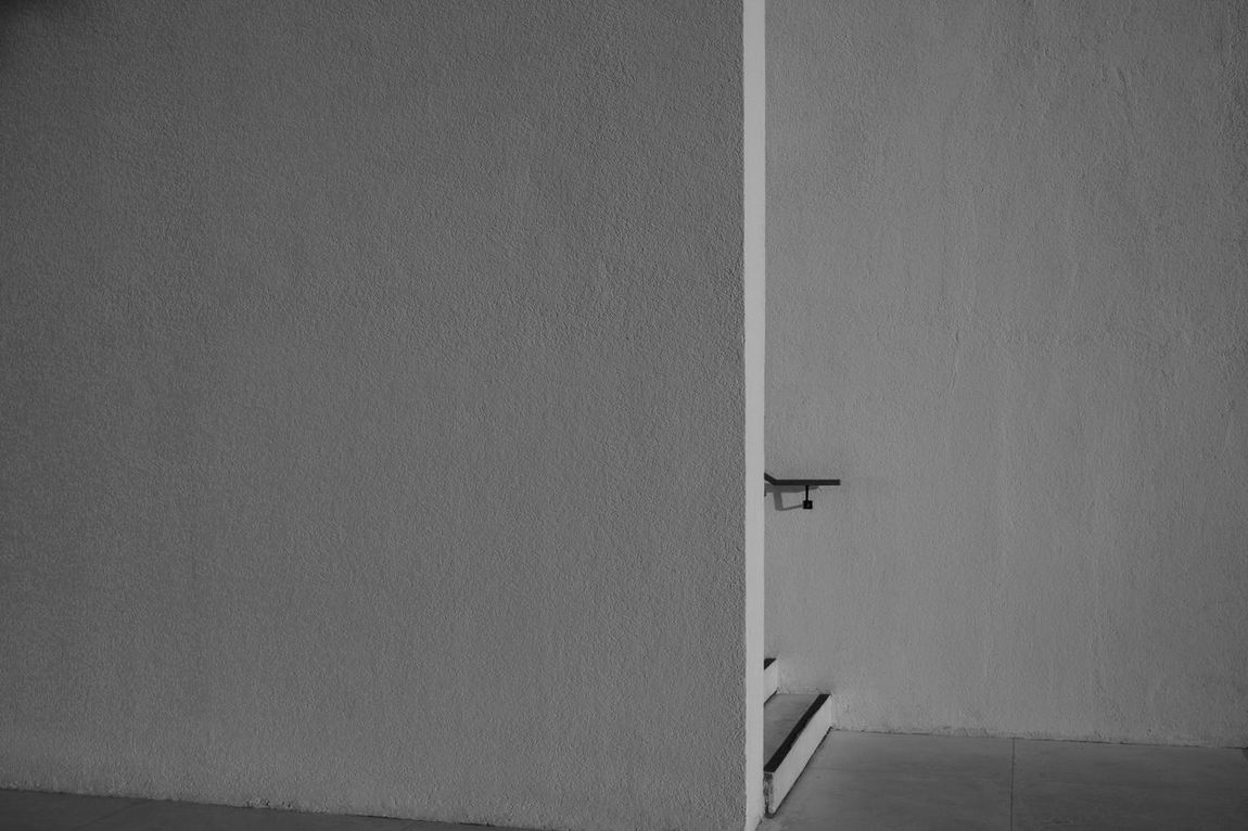 bali-nality http://www.marklchaves.com/fake-plastic-trees Architecture Architecture Banana Clean Lines Copy Space Day Handrail  Harsh Light Minimalism Minimalist Architecture Minimalobsession Munich Negative Space No People Stark Contrast Steps Steps And Staircases The City Light White Wall