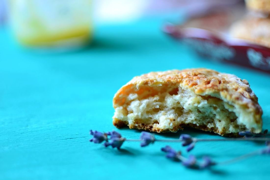Apple and cheddar cheese scones Home Baked Foodphotography Dessert Sweet Food Food Home Dried Flowers Freshly Baked Lemon Curd Traditional Food Scones Food Photography Baked Bright Colors 24894 Appetizer Wooden Tabletop