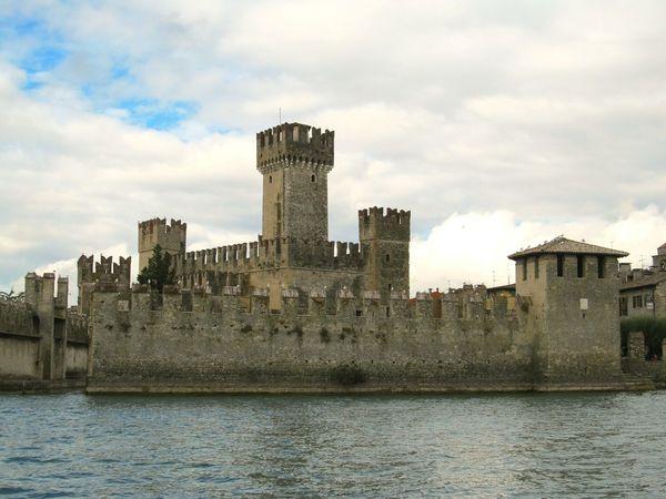 Lago Di Garda Lake Italy Castello Di Sirmione Castel Arche Scaligere