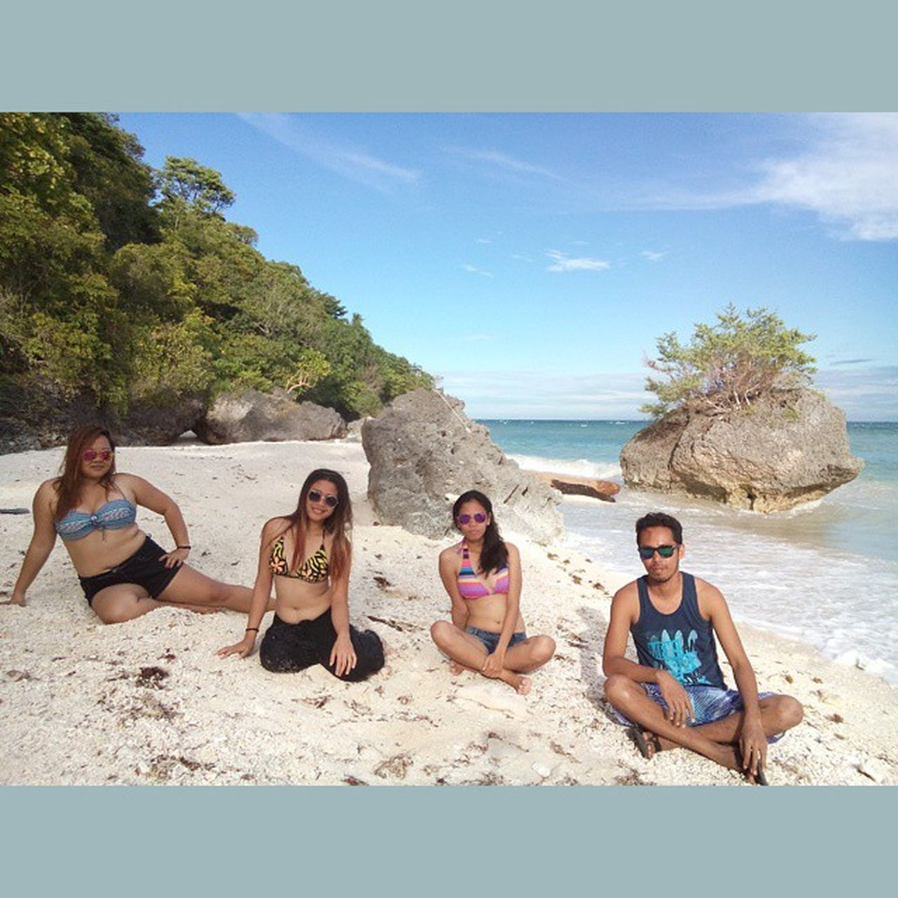 I've got a date with these lasses! Happy Valentines Day everyone... Valentine Valentinesday Squareinstapic Kagusuan beach siquijorisland siquijor