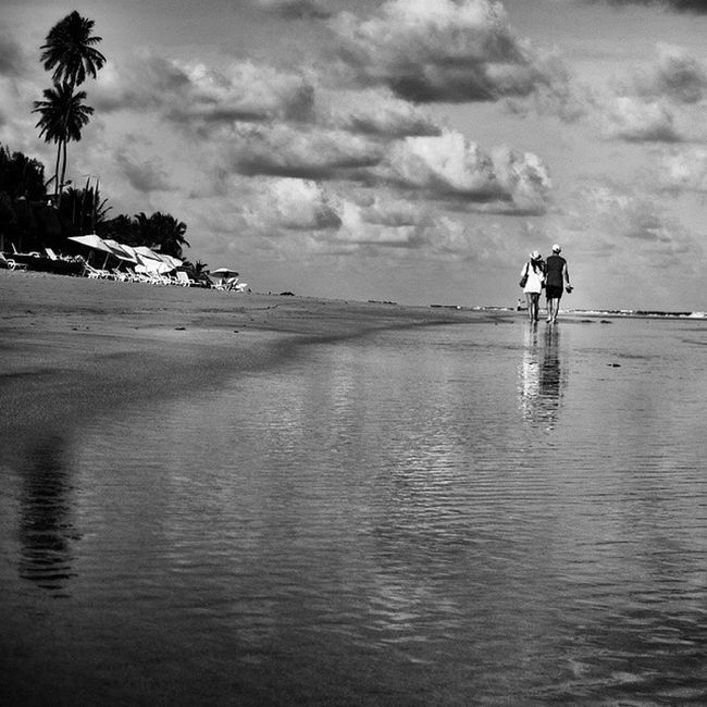 Water Reflections Blackandwhite Monochromelovers Sightseeing Landscapehunter Travelphoto EyeEm Nature Lover Clouds And Sky Ocaporã Beachphotography