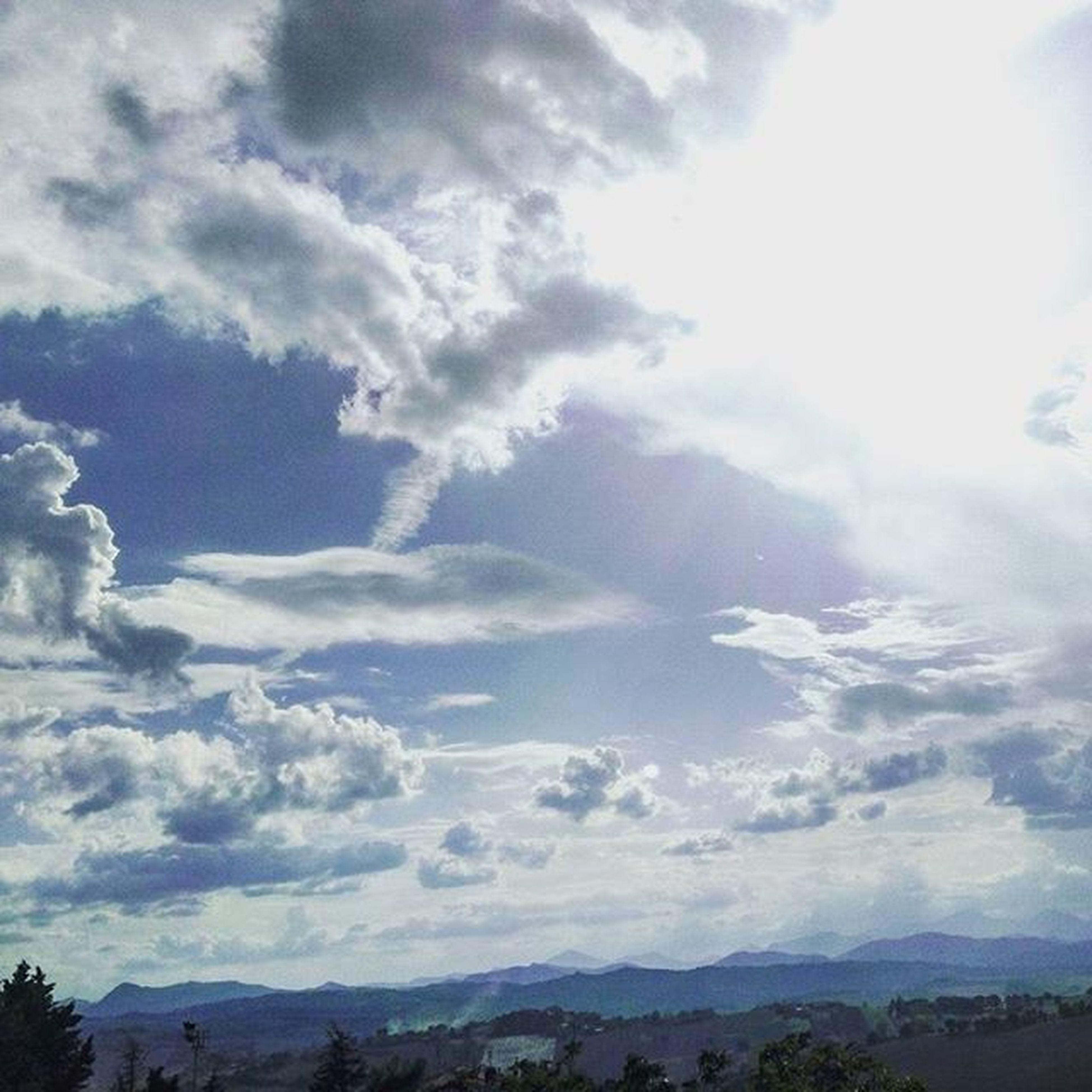 luce Luce Light Sunlight Sun Sunshine Clouds Cloudscape Cloudslovers Sky SkyClouds Skylovers Bluesky Whitelight Biancoeblu Nature Naturelovers Natura Likeforlike Marche Italia Italy Igersmarche Igersitalia Igeurope Lategram landscape