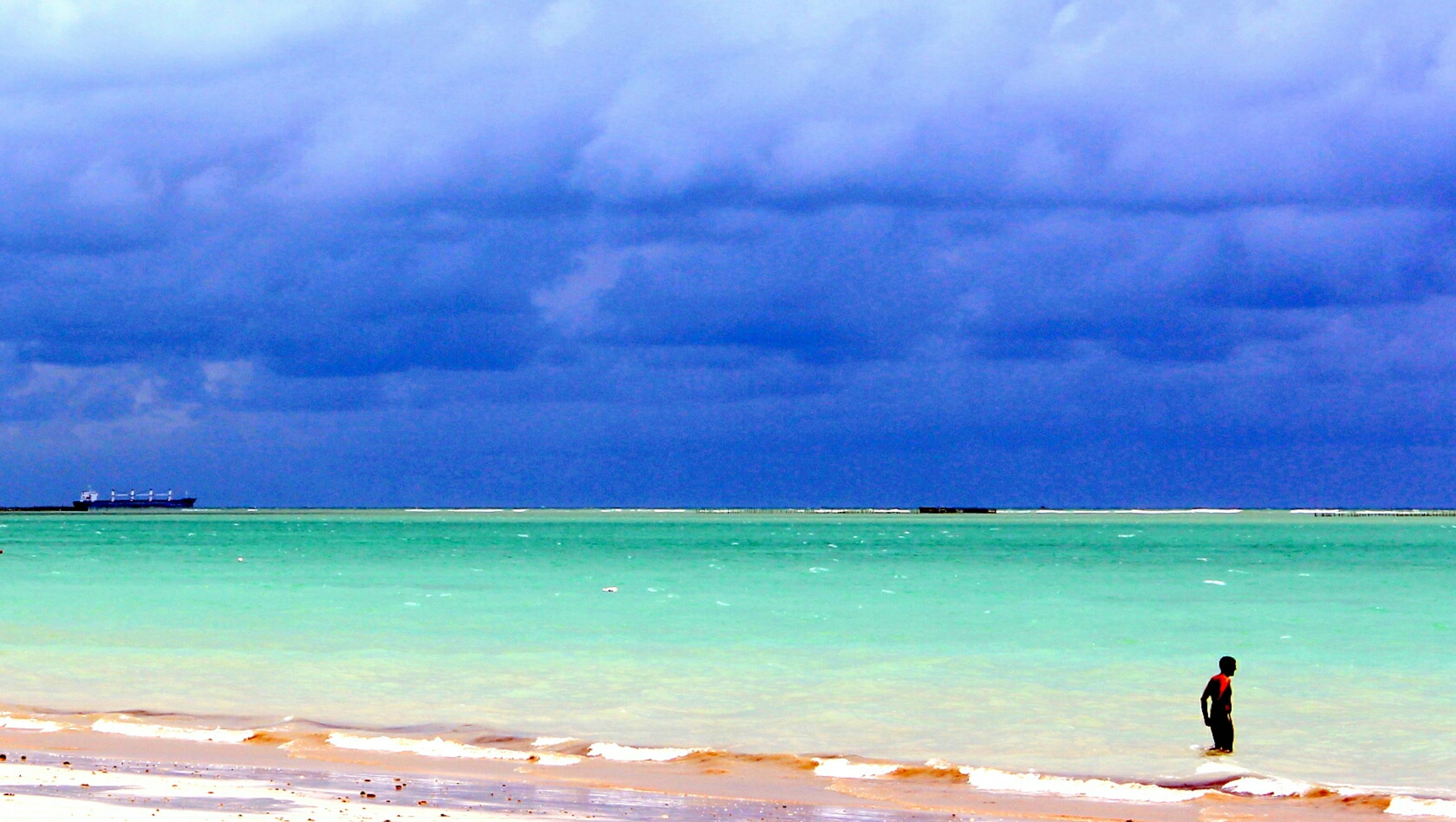 sea, water, sky, horizon over water, beach, cloud - sky, shore, cloudy, leisure activity, lifestyles, scenics, tranquility, beauty in nature, tranquil scene, cloud, nature, men, full length