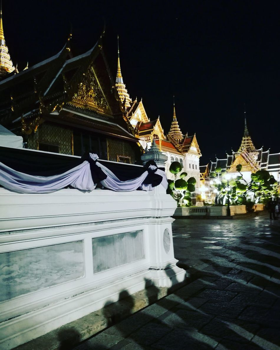 Architecture Night Shadow Illuminated Palace Grand Palace Bangkok Thailand Thai Architecture Bangkok Thailand Travel Destinations Outdoors