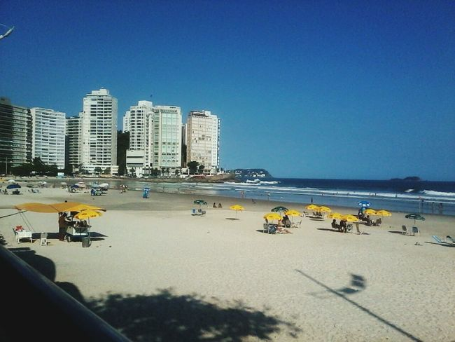 Sunny Day Relaxing Strollingonthebeach Blue Sky Lights Bnw_friday_eyeemchallenge - Praia de Pitangueiras - Guaruja / SP - brasil