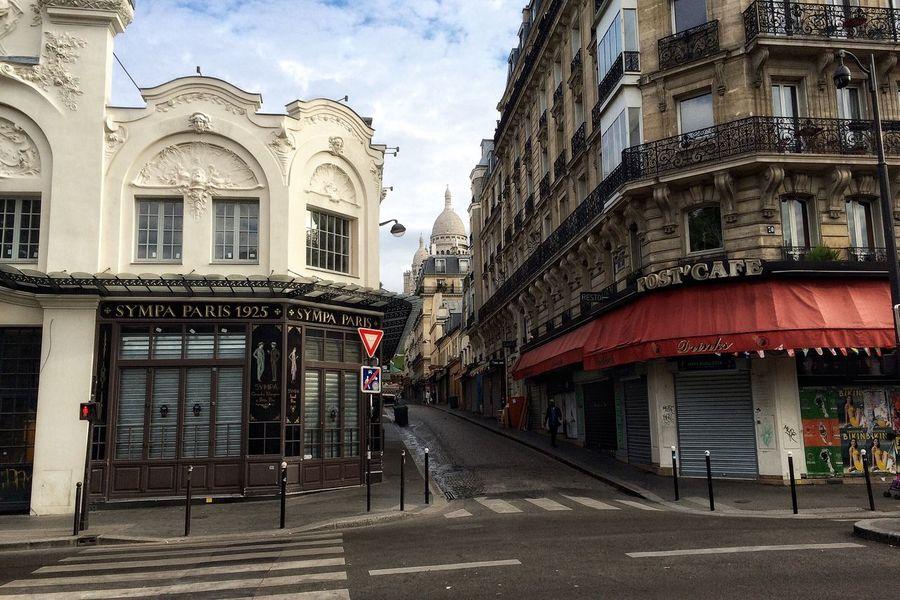 Daylight Outside Sacre Coeur Montmartre Tourist Destination