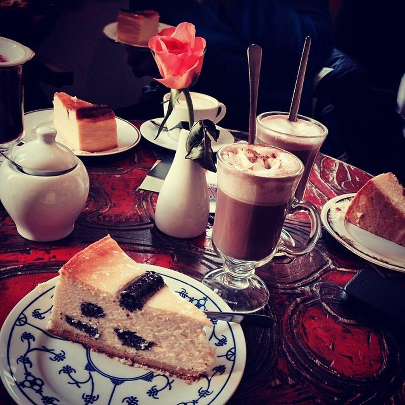 Mohn-Käsekuchen mit heißer Schokolade im Holländischen Viertel... #hach Hach