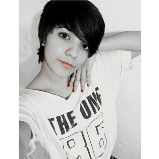 Nocrop Night Selfie Bw Red Blackandwhite DuckMout Seriously Seriousness  Sadness Tshirt Theone Shorthair Girl FaceDead Boring