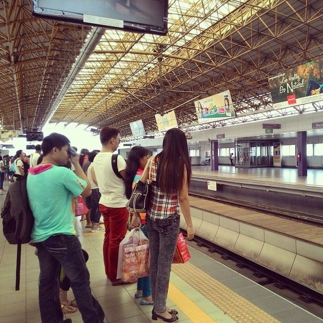 Waiting for the train to come:) Christmasrush Lrt2 Recto Manila