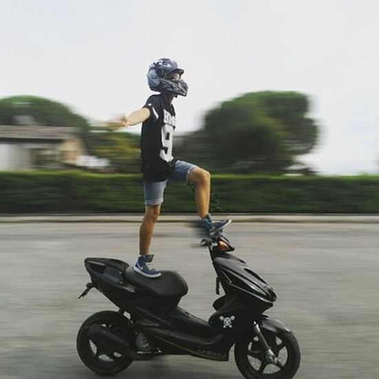 In piedi senza mani!! Yamaha Aerox Senzamani