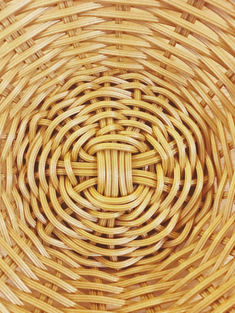pattern, full frame, backgrounds, no people, basket, concentric, italian food, indoors, close-up, day