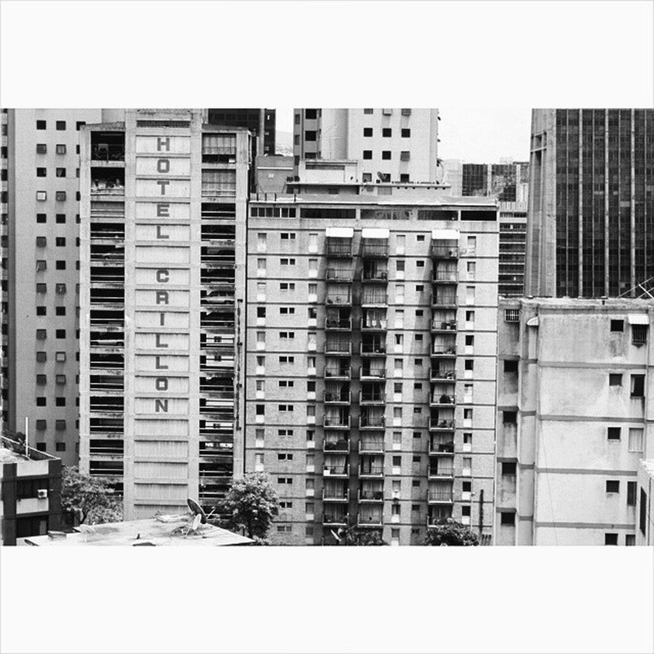 Recorte de Caracas monocromático. Caracas Instavenezuela IgersVenezuela Ig_caracas photography blackandwhite bnw