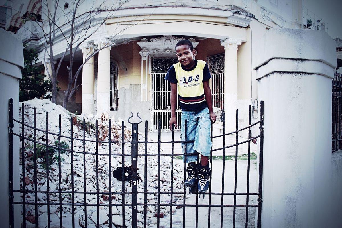 Enero 2015, Cuba, La Havana Cuba Havana Boy City Black Children Negro City Life Ruins Trip Traveling