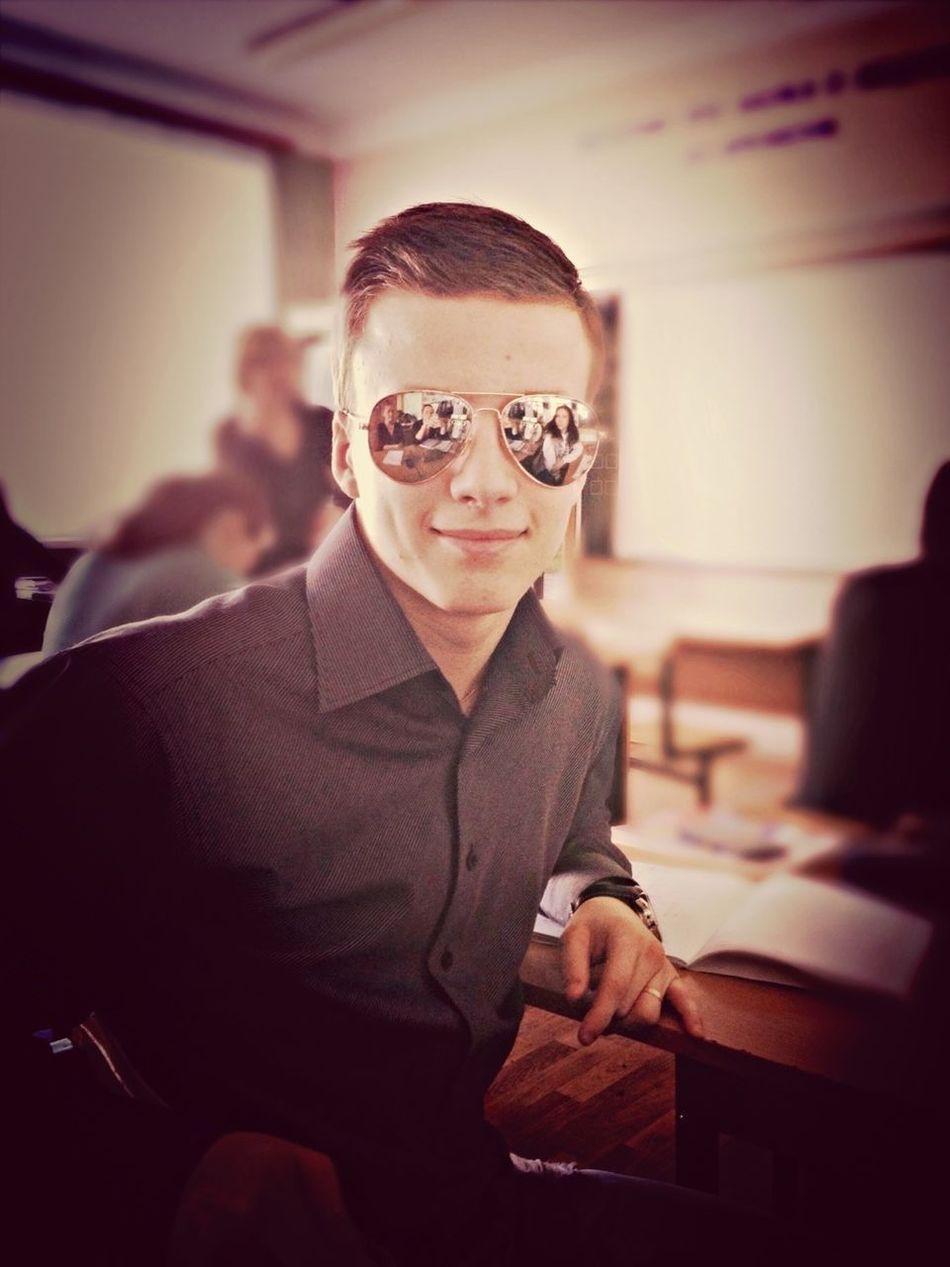 муж❤ понтуется в моих очках