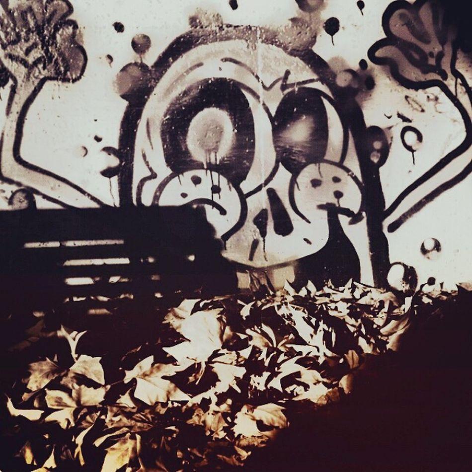 The Monster That Eats Leaves Graffiti Street Art/Graffiti Leaves