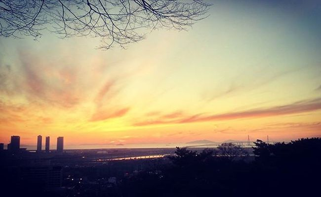 Incheon Korea Sunset Sky Onthemountain Sunday Cloud Winter View Photobyphone Photooftheday 인천 노을 겨울 하늘 일요일 예쁜 노을.. 기분 좋은 하루