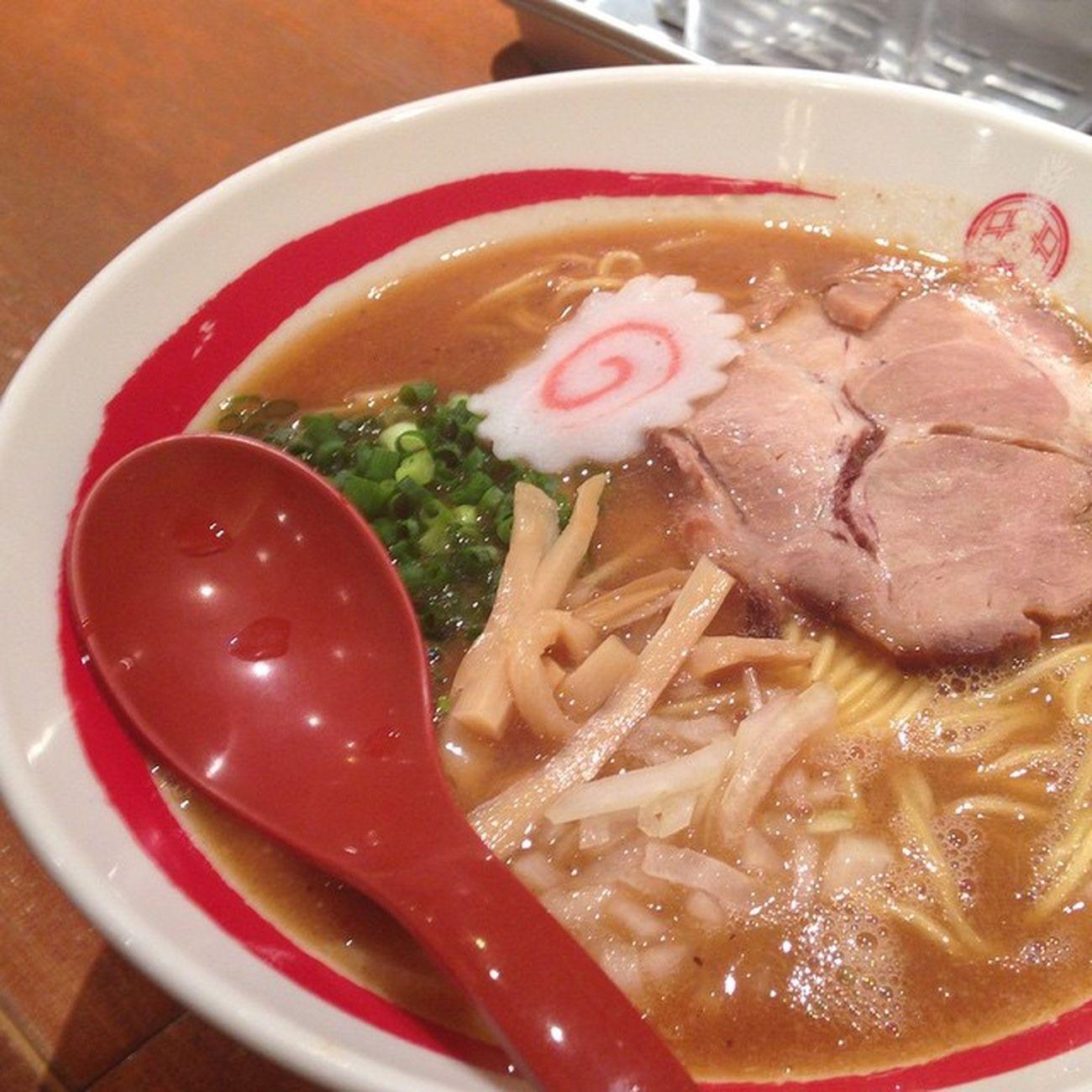ラーメン Food 三田製麺所 中華そば またラーメンなど…??? ここつけ麺専門みたいだけど…中華そばな気分だったもので…?つけ麺の麺むっちゃ太いや。