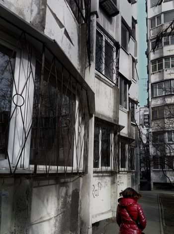 I live in a city of contrasts. I both love and hate it. Once you come, you understand. Cityofcontrasts Soviet Architecture Postsoviet Soviet Ghost City Outdoors Lonelyplanet Lonelyness Contrast TakeoverContrast City Life No People Soviet Era Dirty One Person Cold Days